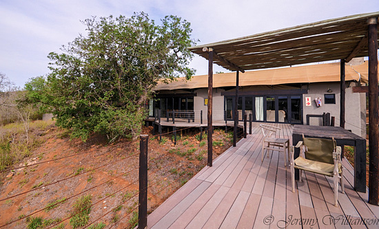 Communal area with deck, lounge and kitchen for larger groups - Hluhluwe iMfolozi Game Reserve Big 5 Nselweni Bush Camp Self Catering Accommodation Bookings KwaZulu-Natal South Africa