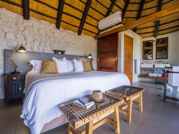 Chalet Private Luxury Leopard Mountain Game Lodge Manyoni Private Game Reserve Zululand Rhino Reserve Big 5 Hluhluwe iMfolozi Reservations